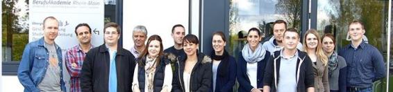 Erster Lehrgang zur Ausbildung der Ausbilder (AdA) im Institut für Weiterbildung an der Berufsakademie Rhein-Main mit zahlreichen Teilnehmern gestartet.